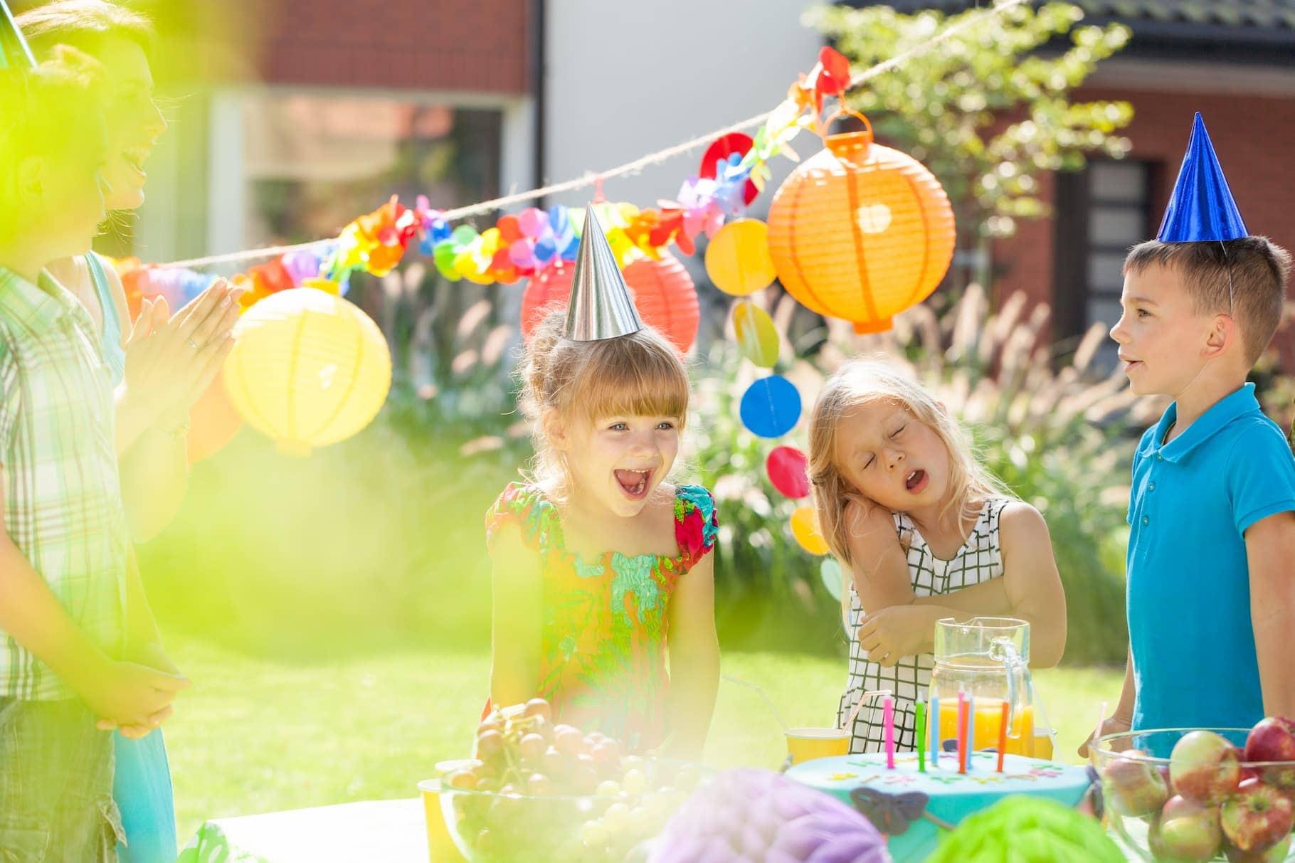 children-and-birthday-party-PNUJGF2 (1)